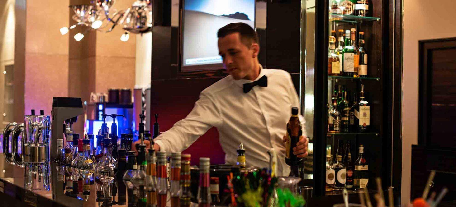 Pullman-Hotel-Dresden-Newa-Empfang-Bar-Lounge