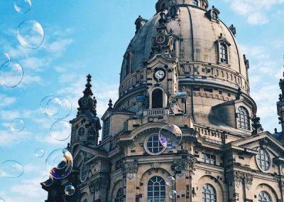 Städtetrip Dresden Frauenkirche mit Seifenblasen © Beauty Butterflies